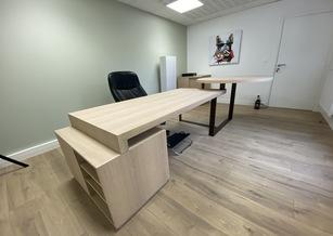 Mobilier de bureau avec piètement en métal brut